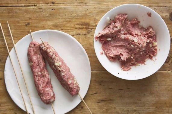 به سیخ کردن گوشت ها