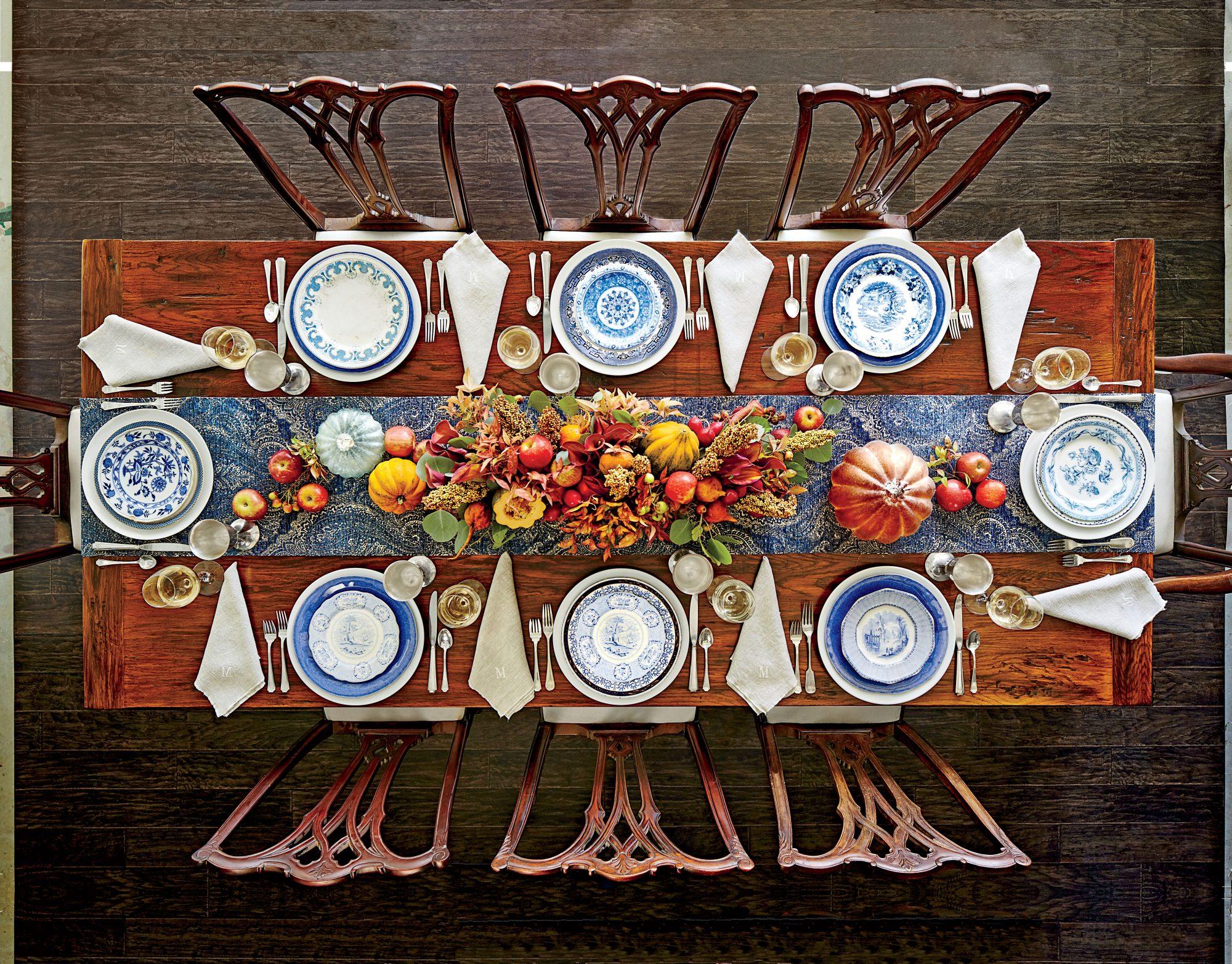 طرح میزآرایی برای میز چوبی